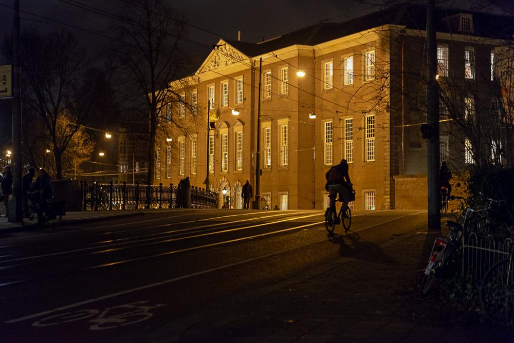 Dr. Sarphatihuis, Amsterdam, in de avond