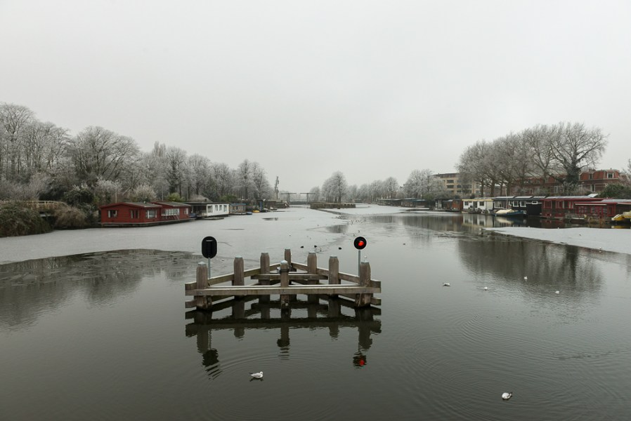 Winters Merwedekanaal vanaf Muntbrug