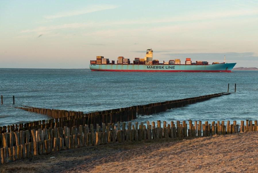 Containerschip Maersk bij het Killetje