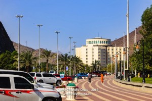 Khor Fakkan, UAE: Streetside view, Hotel Oceanic on the Beach