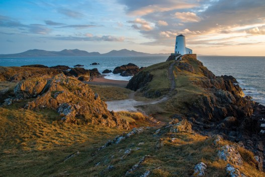 Anglesey's iconic view – February sunset at Tyr Mawr lighthouse. Samsung GX10, Sigma 17-70 at 19mm, 1/6 sec @ f/16, ISO 200, tripod. © Simon Kitchin
