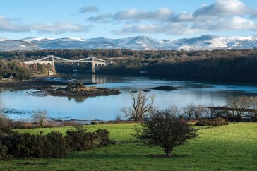 Menai Bridge from the A5 lay-by, snow-capped Snowdonia as a perfect backdrop. Pentax K20D, DA17-70 at 28mm, 1/60 sec @ f/11, ISO 320. © Simon Kitchin