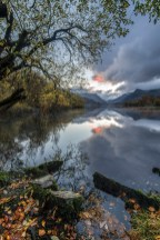 Autumn sunrise at Llyn Padarn. Nikon D800 with 16-35 at 16mm, ISO 100, 0.8s @ F16, tripod. © Simon Kitchin