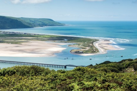 he 19th century Barmouth Bridge, Mawddach Estuary and Barmouth Bay. Nikon D800, 24-120 at 58mm, 1/250 sec @ f/13, ISO 400. © Simon Kitchin
