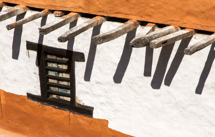 Graphic image of house detail. Houses and gardens/small holdings are generally very well maintained. Canon 5D MkIII, 24-105mm at 96mm, ISO 100, 1/320 sec at f/11. © Stuart Holmes.