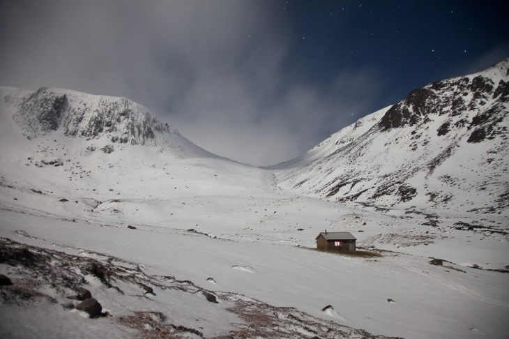 The Hutchinson Memorial Hut in the Cairngorms. Canon 5D Mark III, 24-105mm f/4 at 24mm, ISO2000, 10s at f/4.5, Tripod. © Dougie Cunningham.