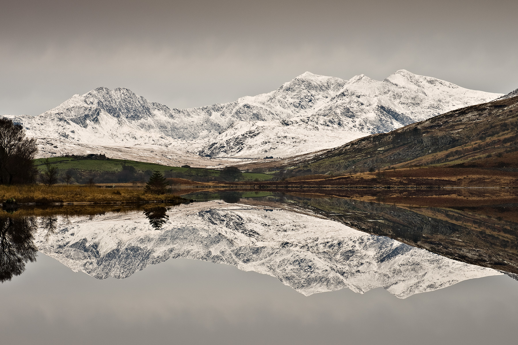 Wales's highest peak mirrored in Llynnau Mymbyr Pentax K5, Pentax 17-70 at 43mm, ISO80, 1/6s at f/11. Tripod. January. © Simon Kitchin