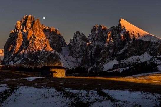 The sun sets in the Alpe di Siusi. Nikon D810, 24-70 at 70mm, ISO 100, 1/50s at f/10, tripod, October. ©James Rushforth