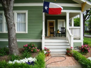 McKinney home with Texas flag flying from the front porch (Credit: Silky Hart)
