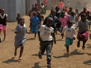 The children at the IDP camp in Maai Mahiu, Kenya learn how to play red light, green light (Credit: B Kulick)
