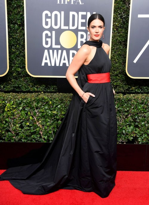 golden globes 2018 fashion best and worst dressed celebrities Mandy Moore