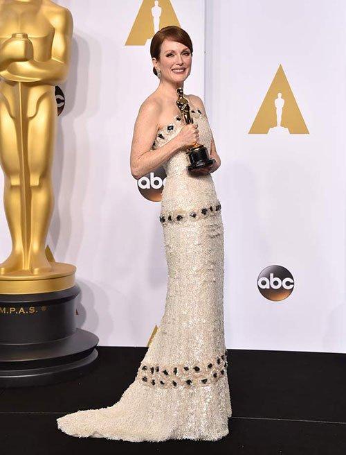 Julianne Moore was wearing Chanel