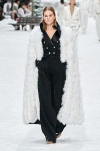 fall 19 fashion trend capes white fur chanel
