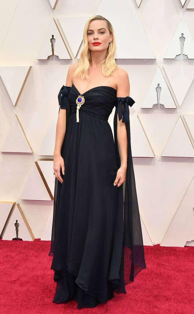 oscars 2020 best dressed Margot Robbie in black Chanel blue gem