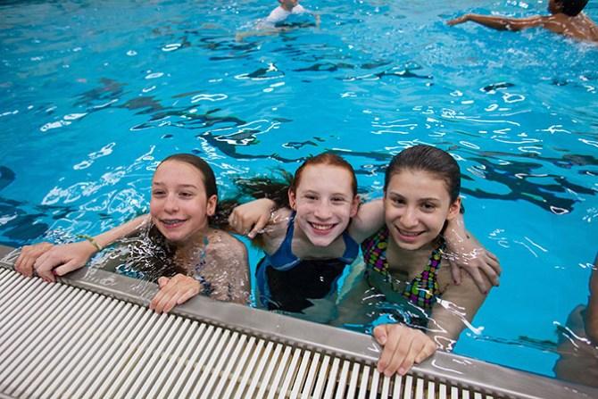 3 girls swimming pool fountainof30