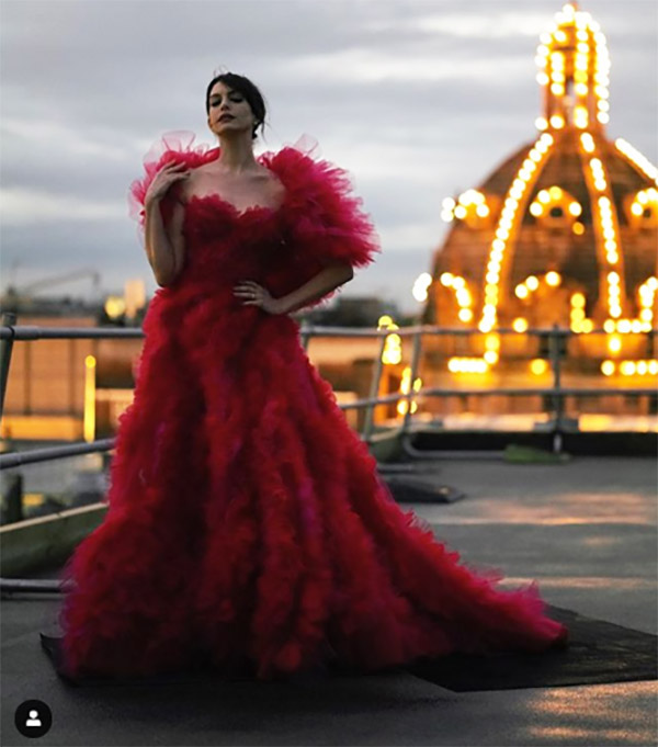 Anne Hathaway red dress fountainof30