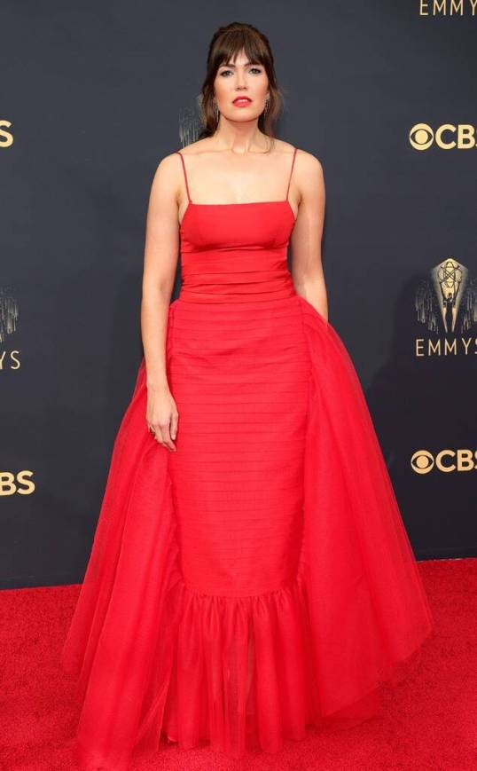 emmys 2021 fashion mandy moore red dress fountainof30