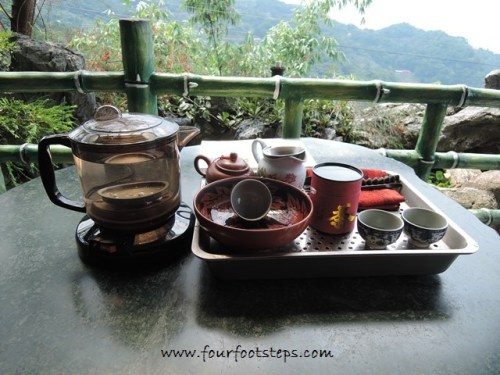 maokong_tea_set.jpg