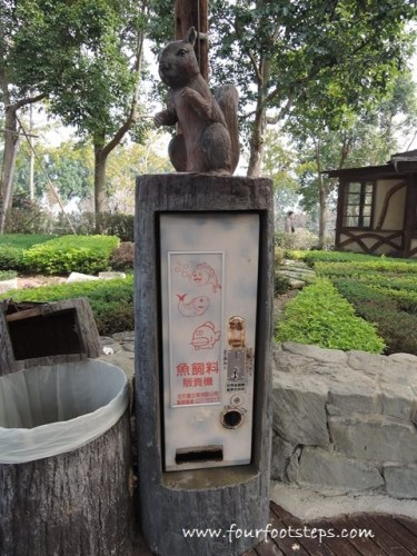 summit_resort_xinshe_fish_food_vending_machine.jpg