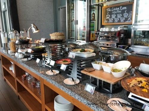 oasia_novena_club_lounge_breakfast.jpg