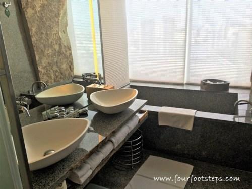 oasia_novena_club_suite_bathroom.jpg