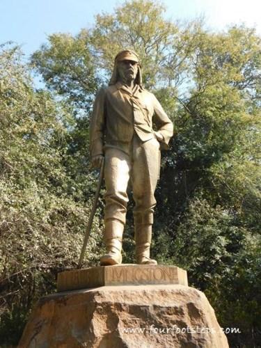 Victoria_Falls_Livingstone_statue.jpg