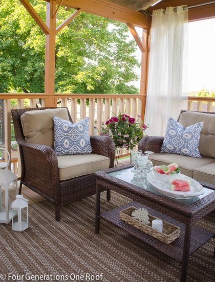 how to entertain outdoors