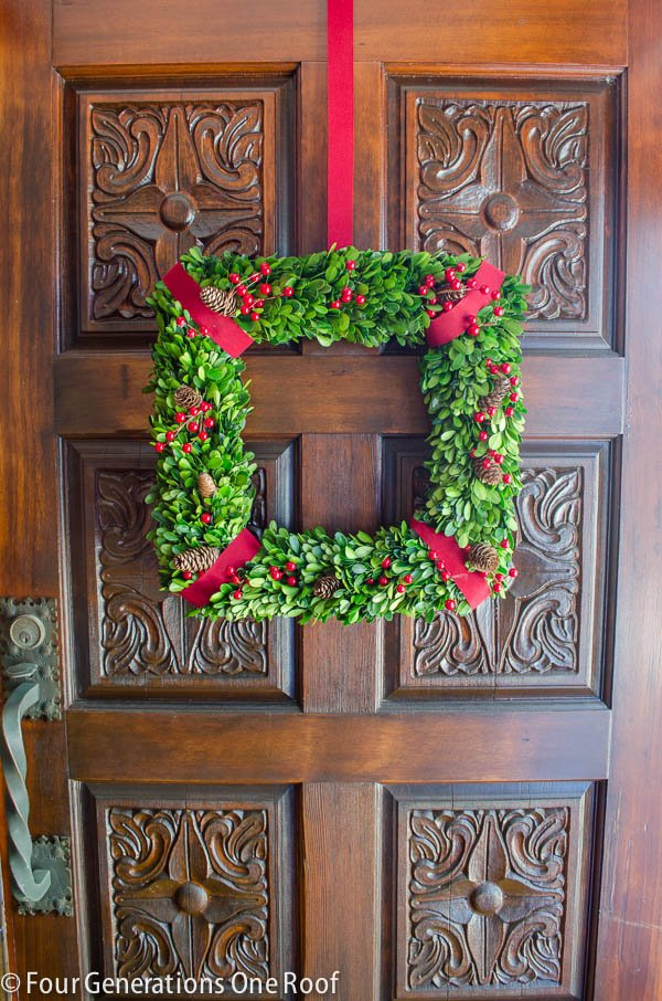 how to make a wreath using boxwood christmas wreath-5