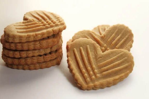 crispy-peanut-butter-cookies-hearts