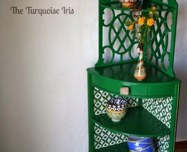 corner-shelf-wallpaper-lined