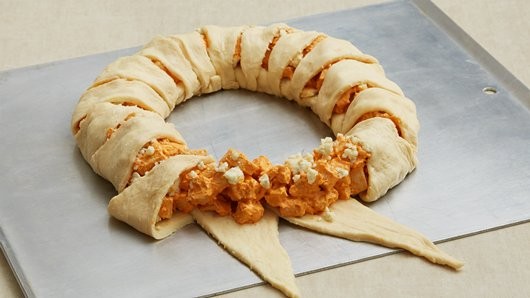 Easy crescent roll buffalo chicken ring
