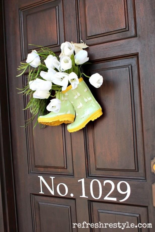 rain-boots-tulip-door-decor