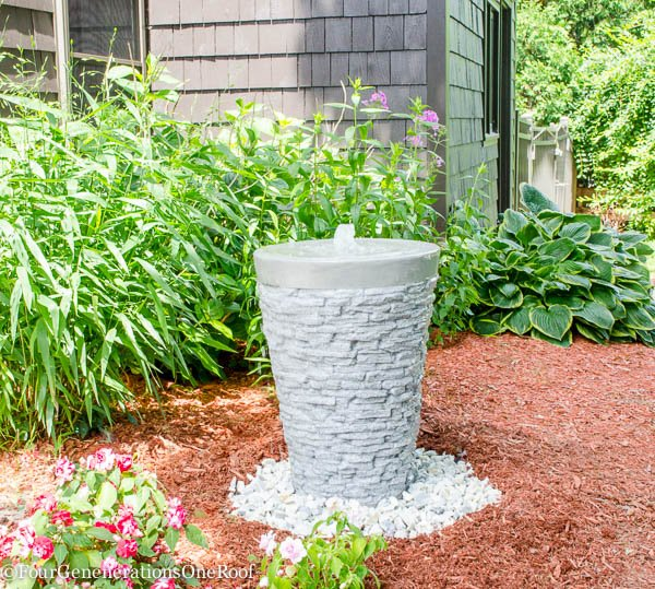 how to install a garden water feature {water fountain} - this is such an easy and quick project.