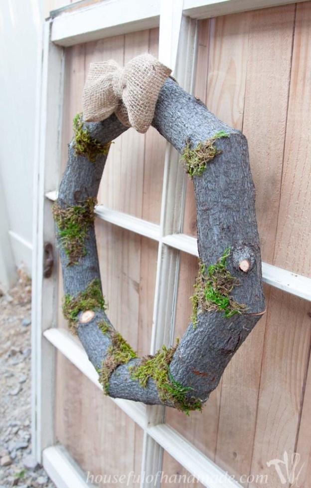 Woodsy-Fall-Log-Wreath