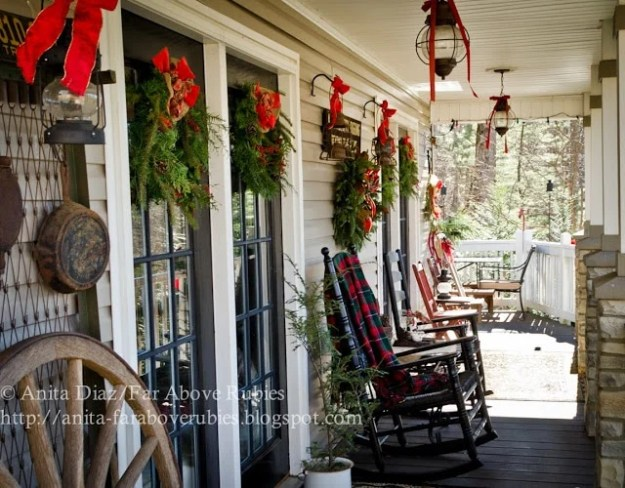 festive-rustic-porch-decor