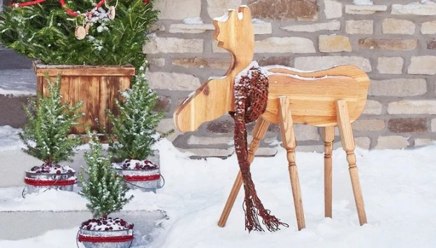 wooden-moose-holiday-decoration