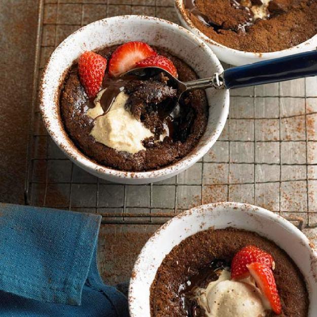 40-valentine-treats-GOOEY-CHOCOLATE-PUDDING-CAKES