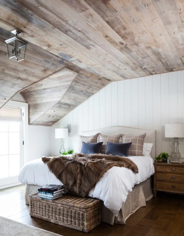 36-Cozy-Master-Bedrooms-barnwood-ceiling-fur-throw