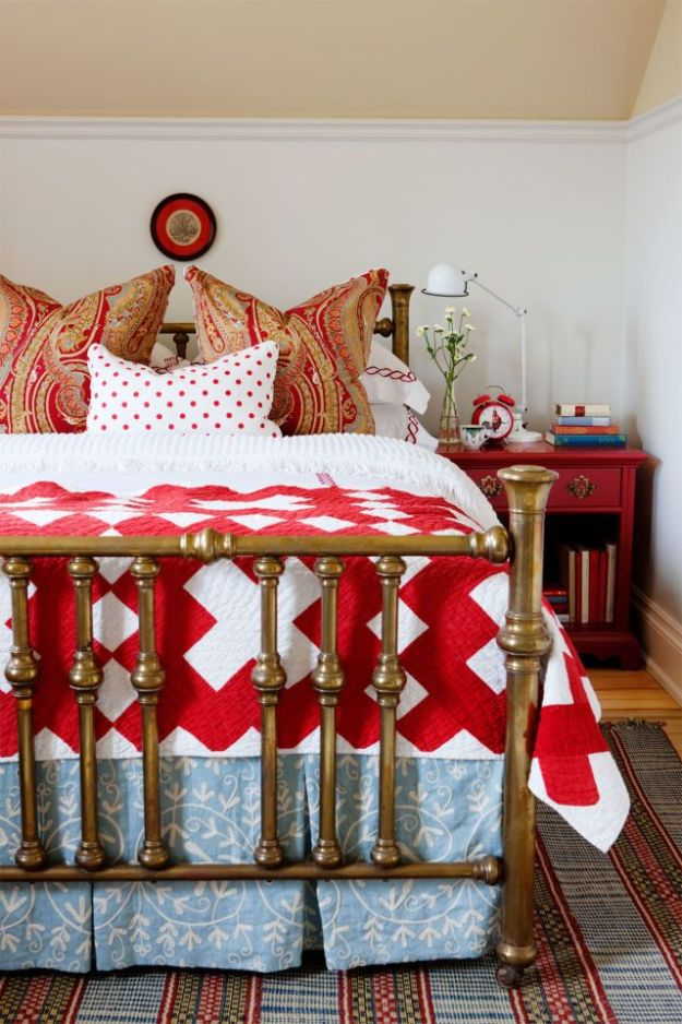 36-cozy-master-bedrooms-bold-red-quilt