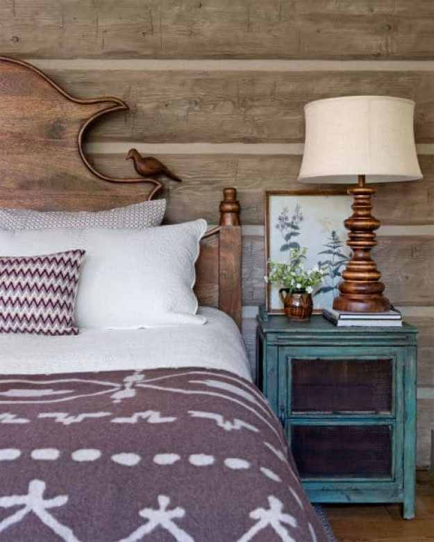 36-cozy-master-bedrooms-log-walls-wool-blanket