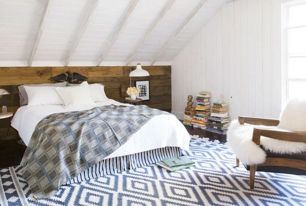 36-cozy-master-bedrooms-modern-pattern-mixing-blues
