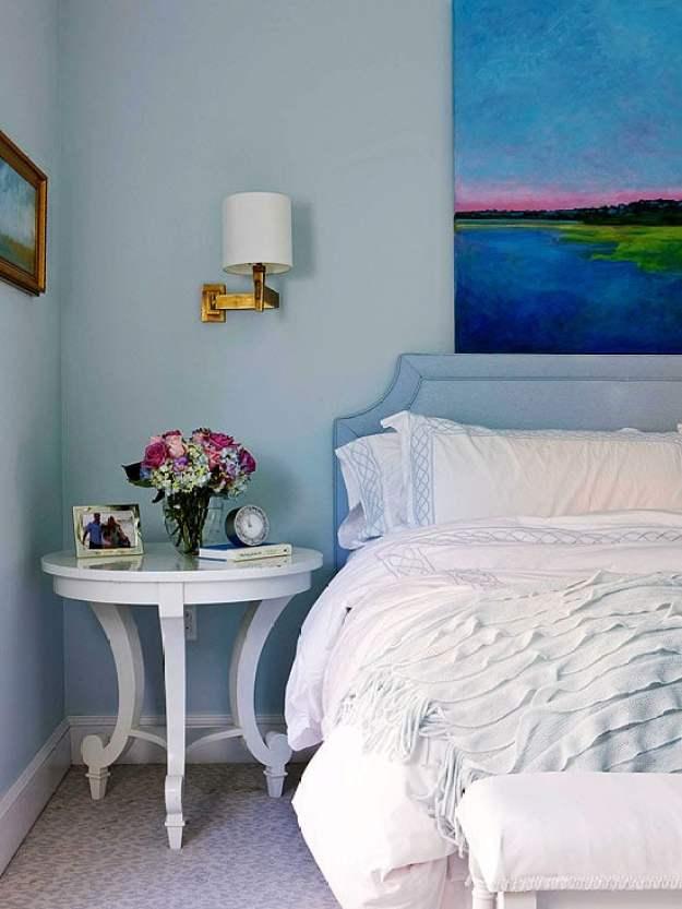 36-cozy-master-bedrooms-vivid-artwork