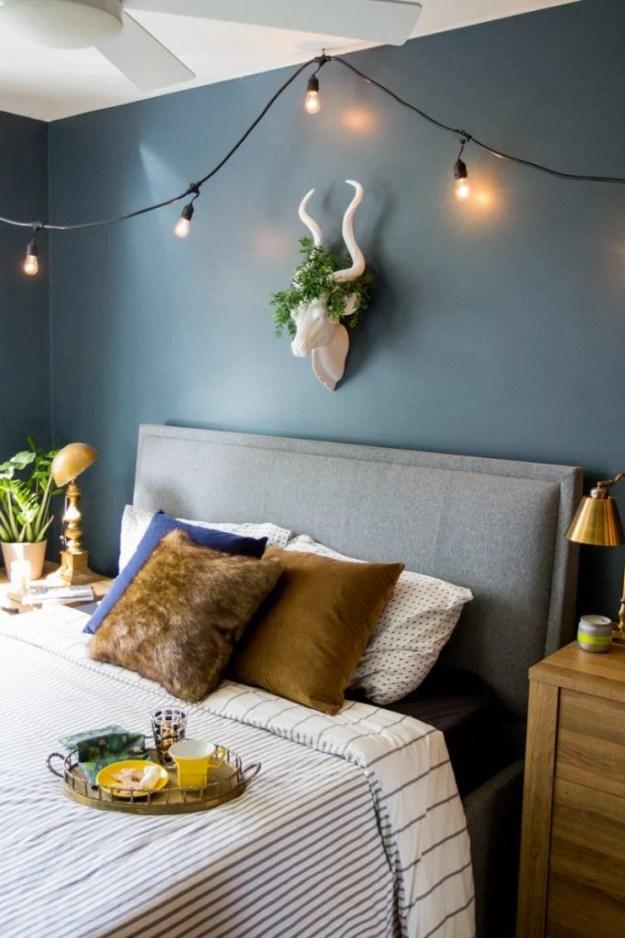 36-cozy-master-bedrooms-winter-lighting