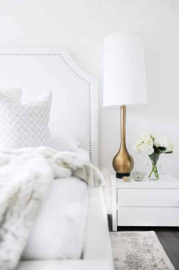 36-Cozy-Master-Bedrooms-winter-whites