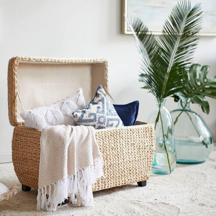 5 Tips: Navy Blue Coastal Living Room Design