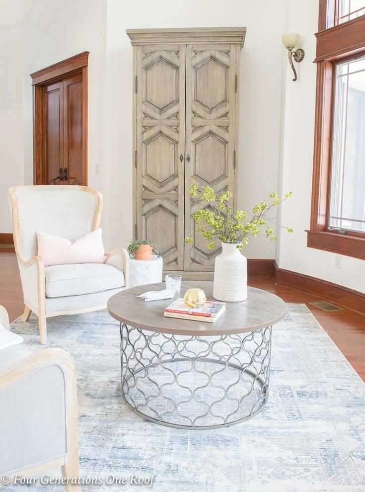 Spring is in the air! Our Spring Grand Foyer Decorating Ideas #rusticmodern #modernrustic #decor #interiordesign #mediterranean #bhg #spring #decorating #foyer #springdecorating #rustic #rusticmodern #italiandesign #italianstyle #fixerupperstyle #fixerupper