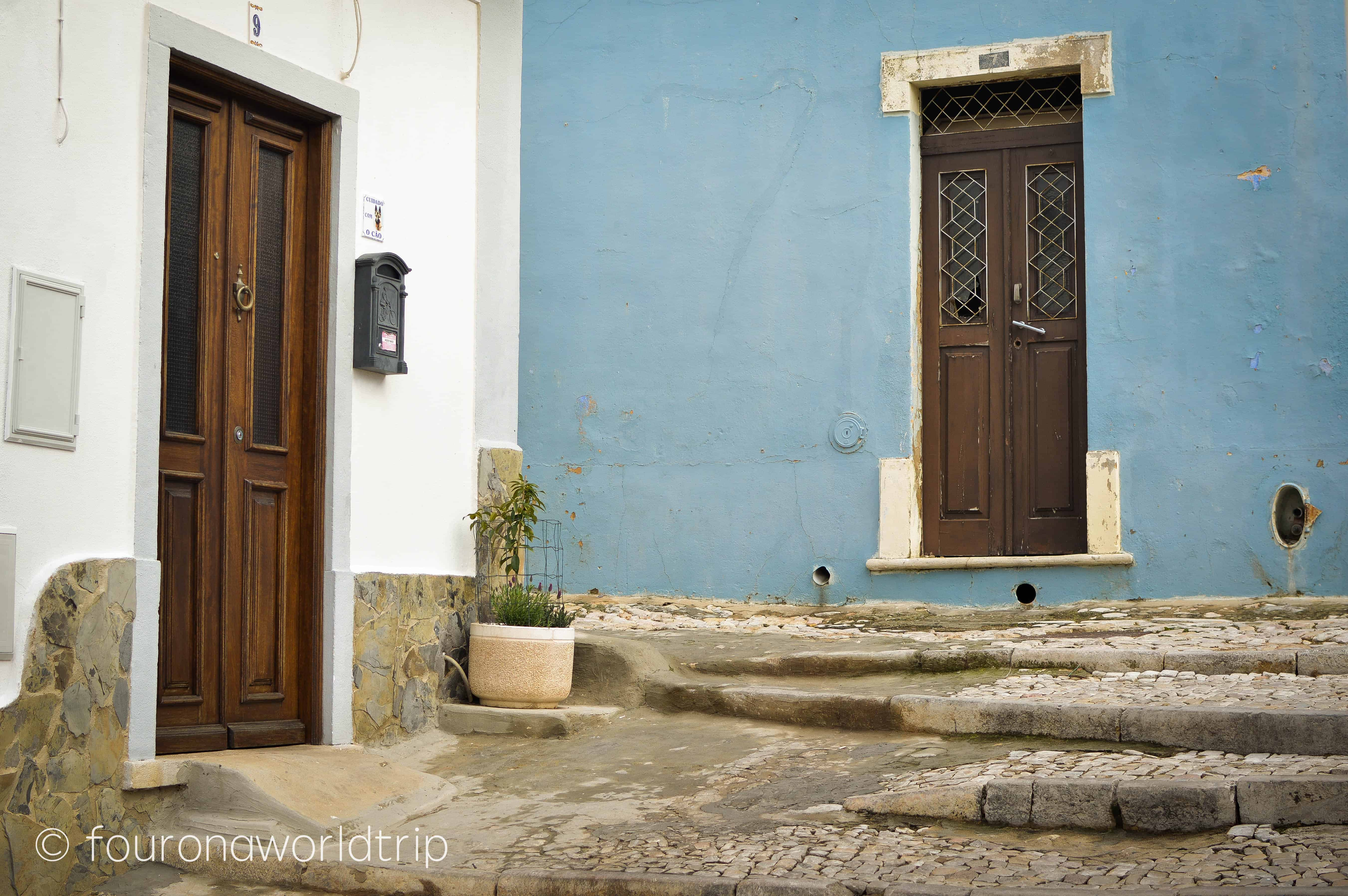 cobbled stoned streets, colourful houses and cute doors – The old town of Loulé