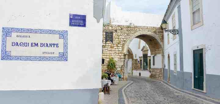 a walking tour through Faro's old town