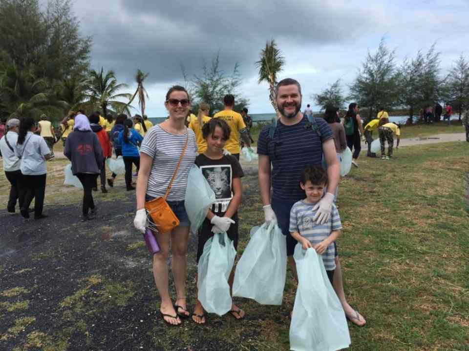 What to with kids on Koh Phangan -Beach clean up koh phangan