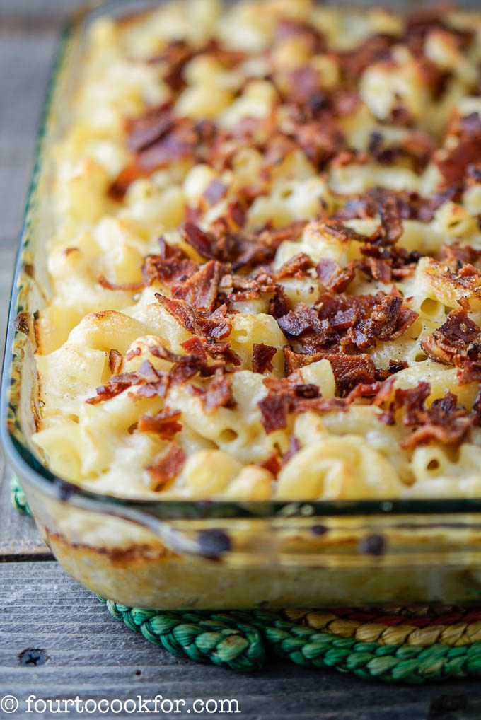 macaroni and cheese with bacon topping
